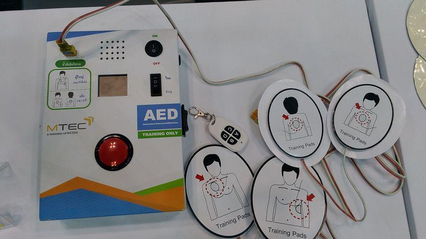 อุปกรณ์ช่วยชีวิต AED