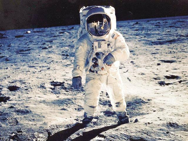 Blue Origin เตรียมพาผู้โดยสารผู้หญิงขึ้นไปเหยียบดวงจันทร์เป็นคนแรก