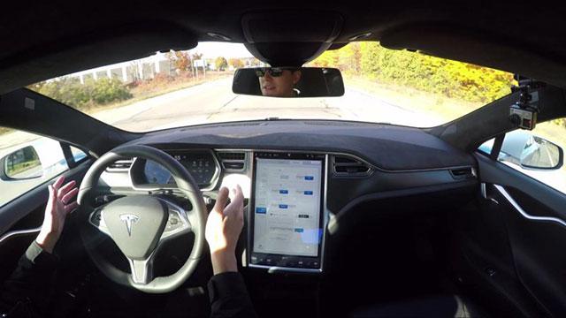 รถยนต์ยี่ห้อ Tesla  ระบบ Auto Pilot
